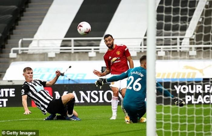 Maguire chấn thương, Bruno Fernandes là đội trưởng MU đấu PSG