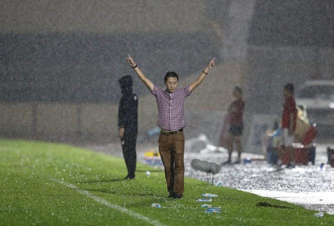 Quảng Nam của HLV Nguyễn Thành Công sẽ trụ hạng V-League nhờ ông trời? Ảnh: Phi Công