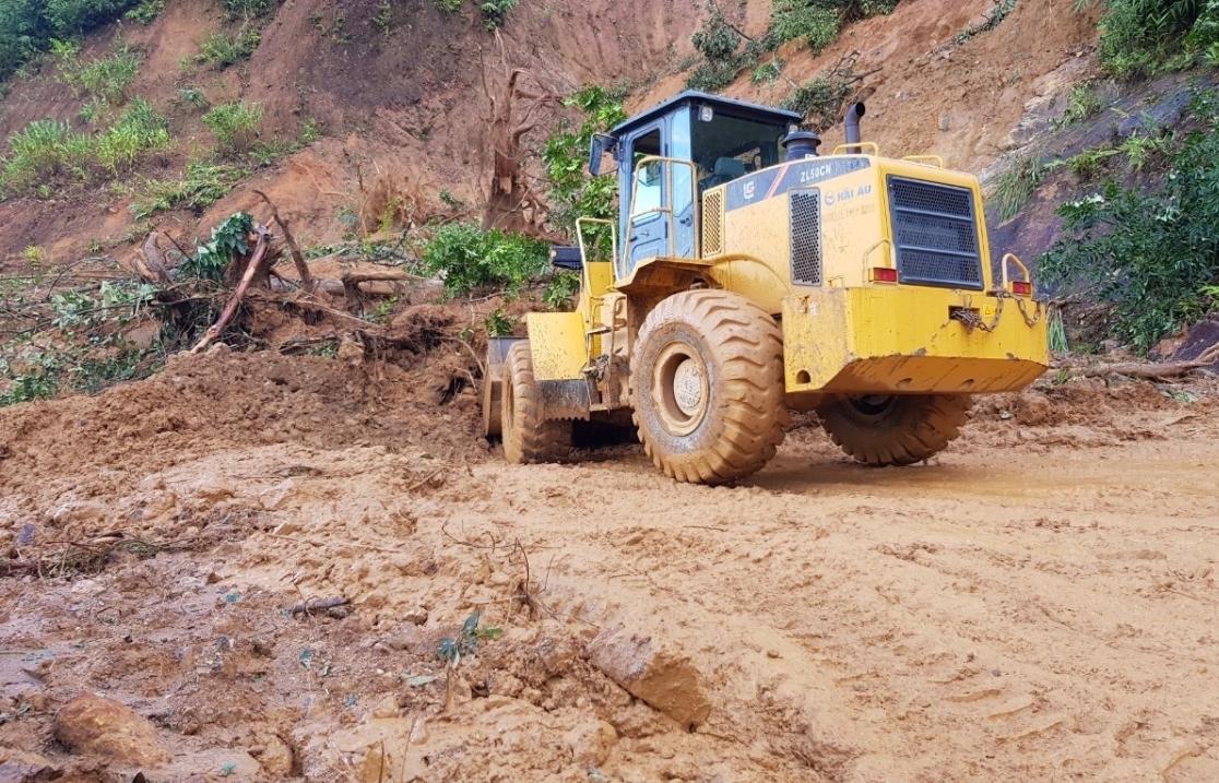 Đoàn cứu nạn của Quân đội đang tiếp cận hiện trường vụ sạt lở núi huyện Nam Trà My