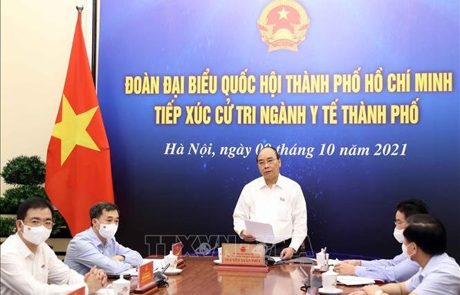 Chủ tịch nước Nguyễn Xuân Phúc tiếp xúc cử tri ngành y tế TPHCM