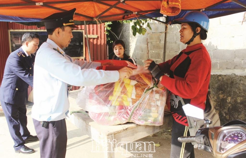Hải quan Lạng Sơn:  Kiểm soát chặt hàng cư dân  biên giới để phòng chống buôn lậu