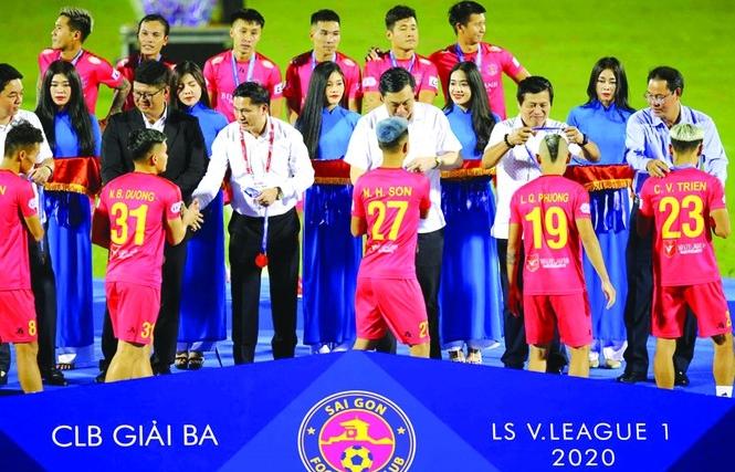 """""""Phập phồng"""" với CLB bóng đá Sài Gòn"""