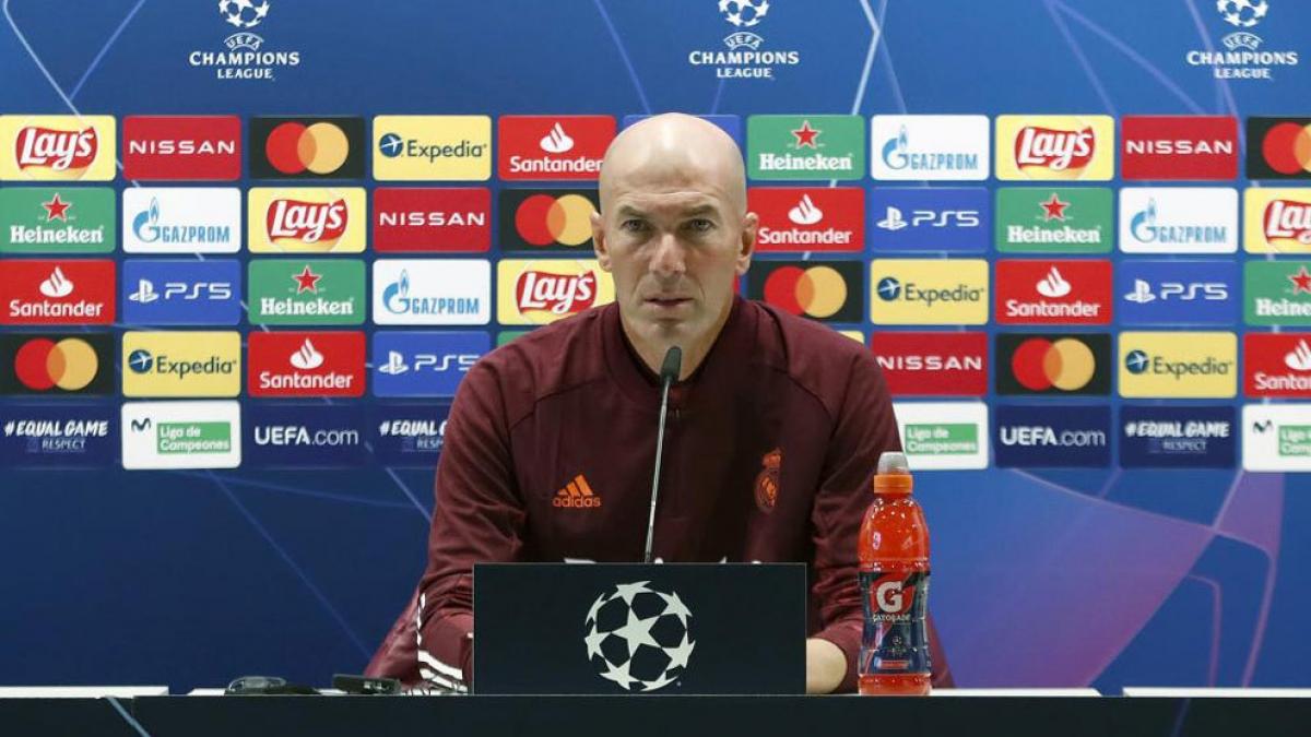 HLV Zidane trong cuộc họp báo trước trận đấu. (Ảnh: Marca)