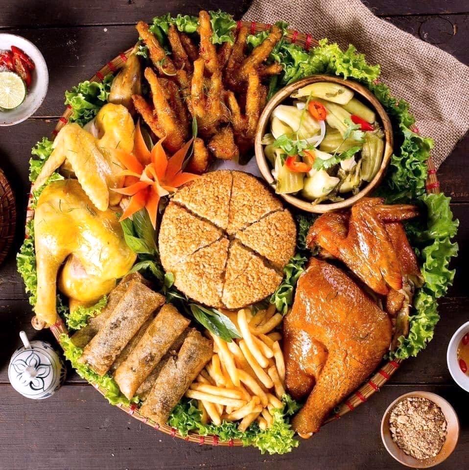 Các món ăn được chế biến từ gà ri vàng rơm hiện đang được người dân và du khách rất ưa chuộng