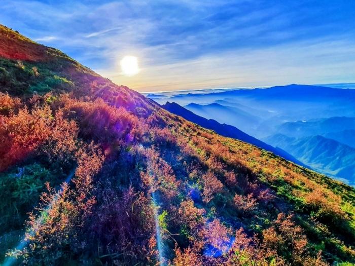 Chinh phục Tà Chì Nhù - thiên đường mây và hoa tím