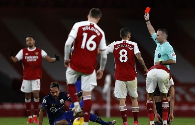 Bi kịch của Arsenal: Nhận thẻ đỏ nhiều hơn ghi bàn