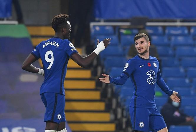 Abraham ghi 2 bàn để giúp Chelsea có thắng lợi 3-0