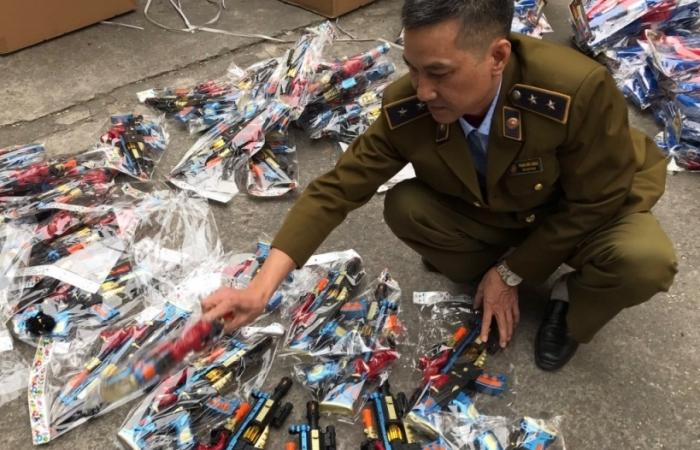 Chặn đứng xe tải vận chuyển hơn 2.000 súng đồ chơi trẻ em