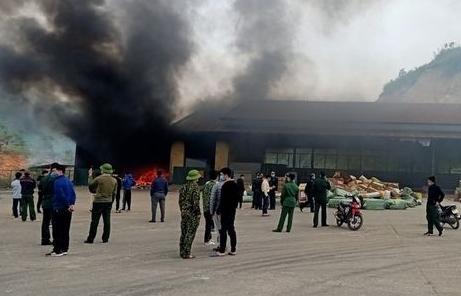 Hải quan phối hợp xác minh, làm rõ vụ cháy kho hàng tại cửa khẩu Bắc Phong Sinh
