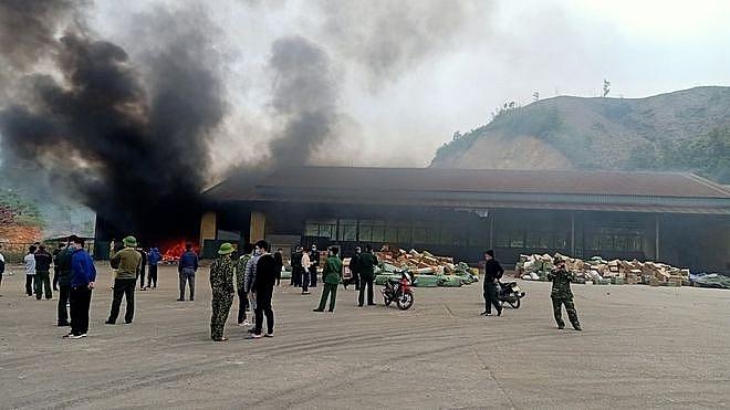 Hình ảnh vụ cháy kho hàng. Nguồn thanhnien.vn