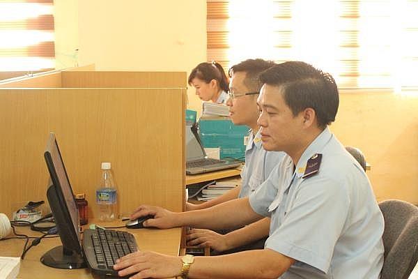 Hoạt động nghiệp vụ tại Chi cục KTSTQ- Cục Hải quan Quảng Ninh. Ảnh: Q.H.