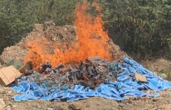Tiêu hủy gần 80.000 chiếc khẩu trang chưa đủ điều kiện lưu hành