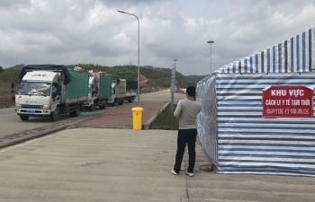 Móng Cái: Gần 800 xe bột sắn, hải sản, hoa quả xuất khẩu qua cầu Phao