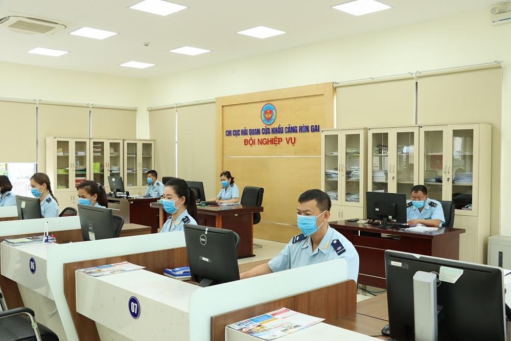 Hoạt động nghiệp vụ tại Chi cục Hải quan cửa khẩu cảng Hòn Gai. Ảnh: Q.H