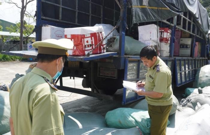 Bắt giữ gần 6 tấn hàng dệt may, quần áo đã qua sử dụng