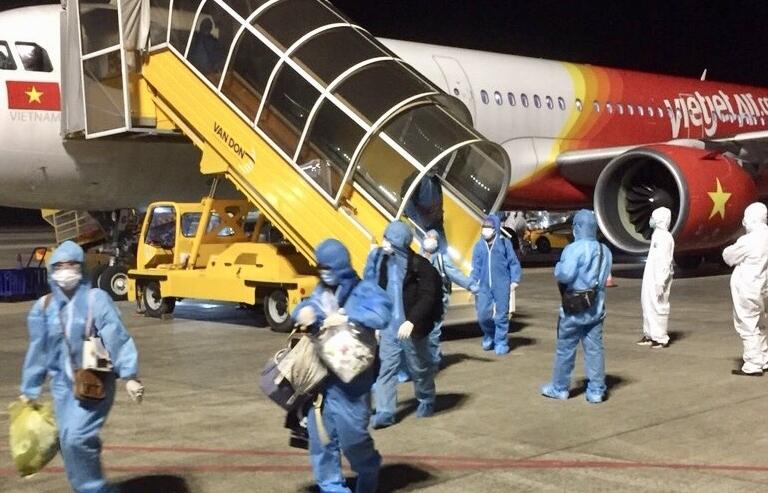 Hải quan Vân Đồn đón 2 chuyến bay nhập cảnh trong đêm