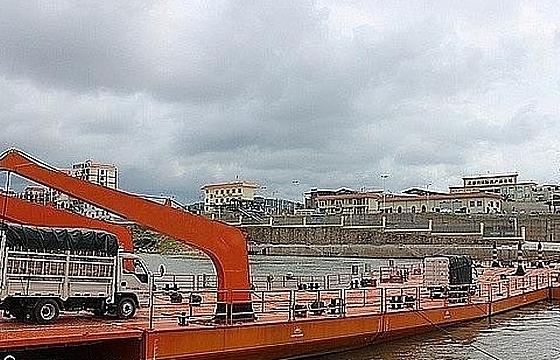 Móng Cái: Gần 60.000 tấn nông, thủy hải sản xuất khẩuqua cầu phao