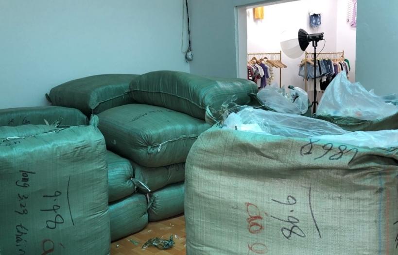 Phát hiện kho chứa 15.000 chiếc áo len không giấy tờ