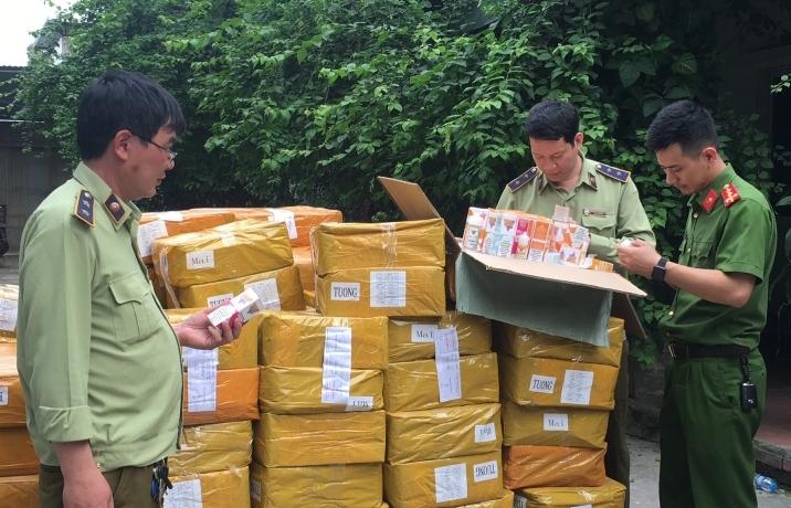 Hà Nội: Phát hiện gần 14.000 lọ tinh dầu thuốc lá điện tử tập kết tại nơi trung chuyển