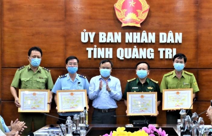 Hải quan Lao Bảo được tặng Bằng khen trong công tác chống buôn lậu