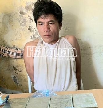 Hải quan Điện Biên phối hợp bắt đối tượng vận chuyển 4 bánh heroin