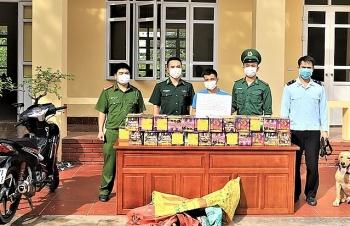 Hải quan Hoành Mô phối hợp bắt giữ 72,5 kg pháo nổ