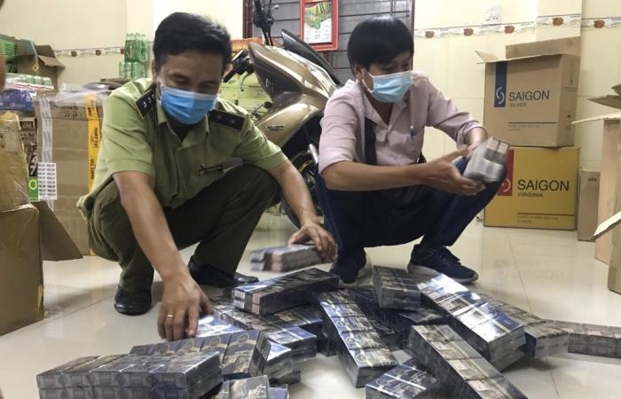 Thu giữ hơn 2.000 bao thuốc lá 555, CravenA giả