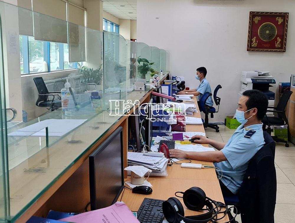 Hải quan Yên Phong giải quyết hơn 900 tờ khai trong ngày đầu cách ly xã hội