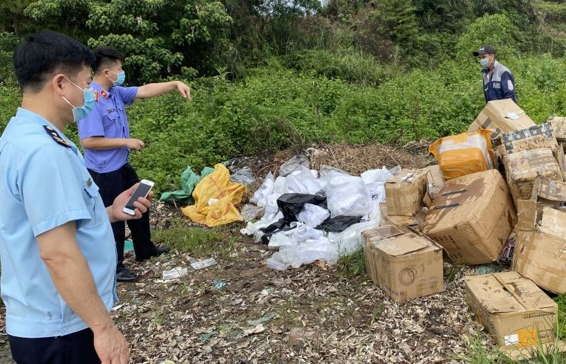 Hải quan Quảng Ninh tiêu hủy hơn 25.000 sản phẩm mỹ phẩm, thuốc lá điện tử
