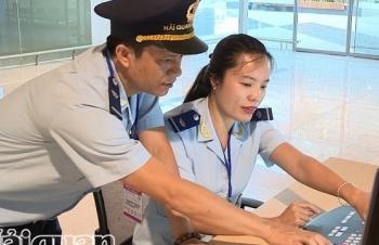 Thủ tục hải quan nhanh gọn cho chuyến bay đầu tiên từ Hàn Quốc đến Vân Đồn