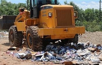 Tiêu hủy hơn 45.000 sản phẩm rượu ngoại, mỹ phẩm nhập lậu