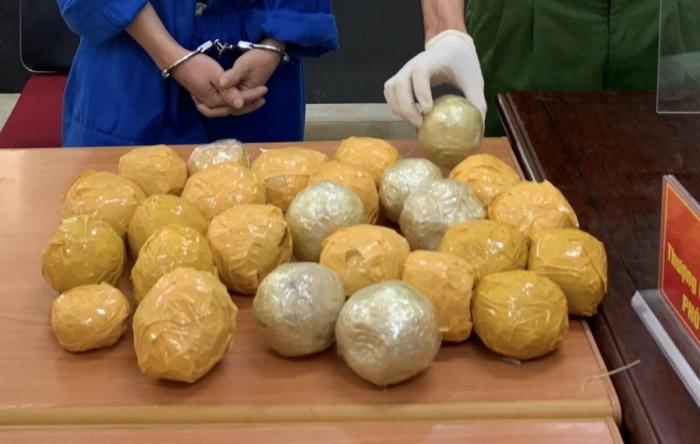 Liên tiếp bắt 8kg thuốc phiện, 4 bánh heroin, 6.000 viên ma túy tổng hợp