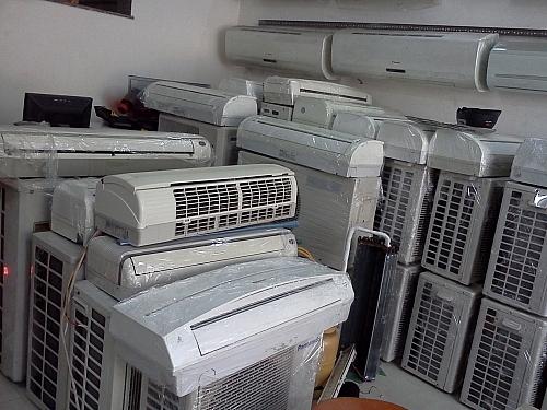 Điều hòa nhiệt độ đã qua sử dụng bị thu giữ.