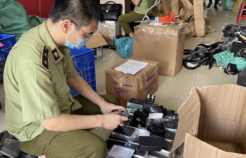 Hà Nội: Thu giữ hơn 2.200 sản phẩm mỹ phẩm có dấu hiệu giả mạo