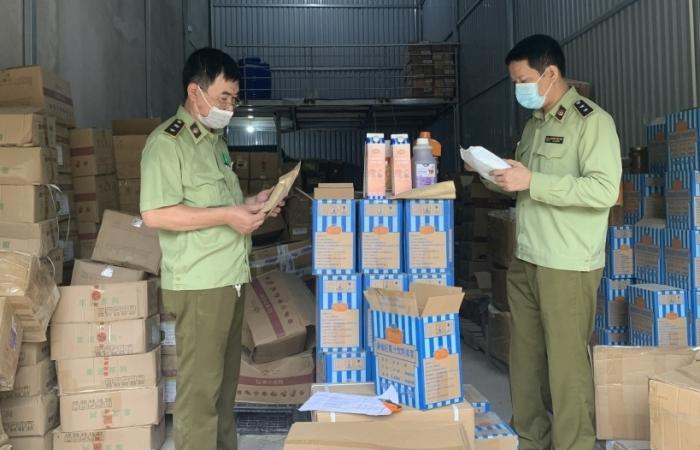 Hà Nội: Thu giữ hàng tấn trân châu, siro, bột pha trà sữa... có dấu hiệu nhập lậu