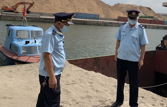 Hải quan Hòn Gai bắt giữ hơn 80 m3 cát xây dựng không giấy tờ