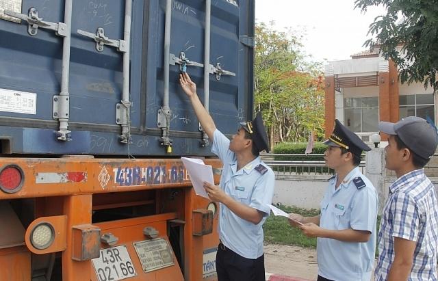 Hải quan Quảng Trị giám sát chặt để ngăn hàng giả mạo xuất xứ