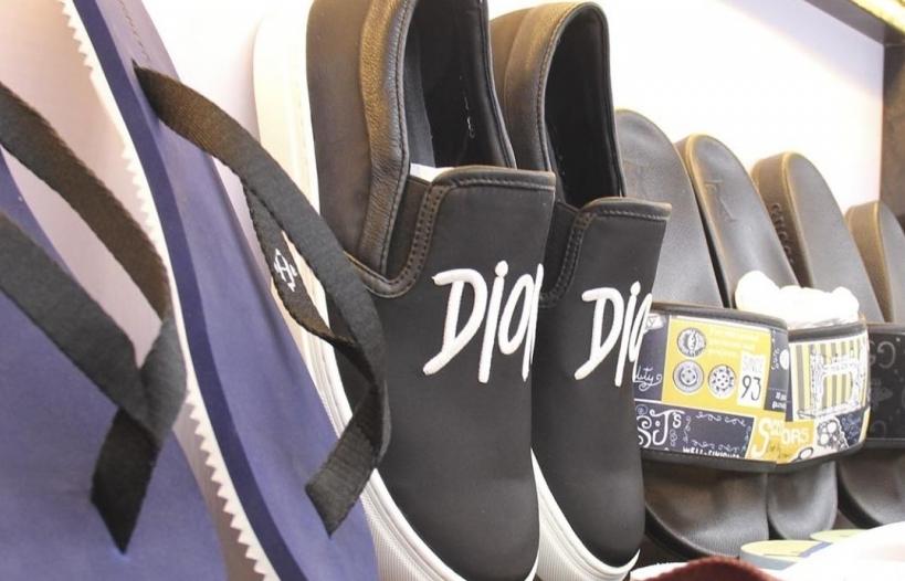Tạm giữ hơn 33.000 sản phẩm quần áo, giầy dép... có dấu hiệu giả mạo