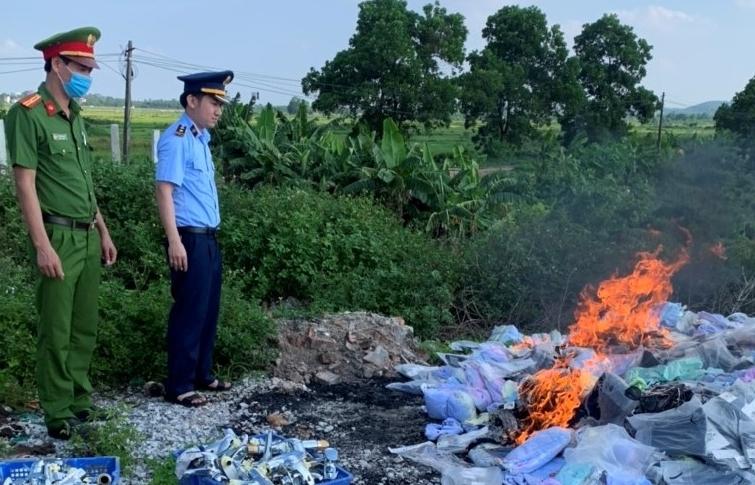 Bắc Ninh: Tiêu hủy hơn 25.000 sản phẩm mỹ phẩm, thực phẩm