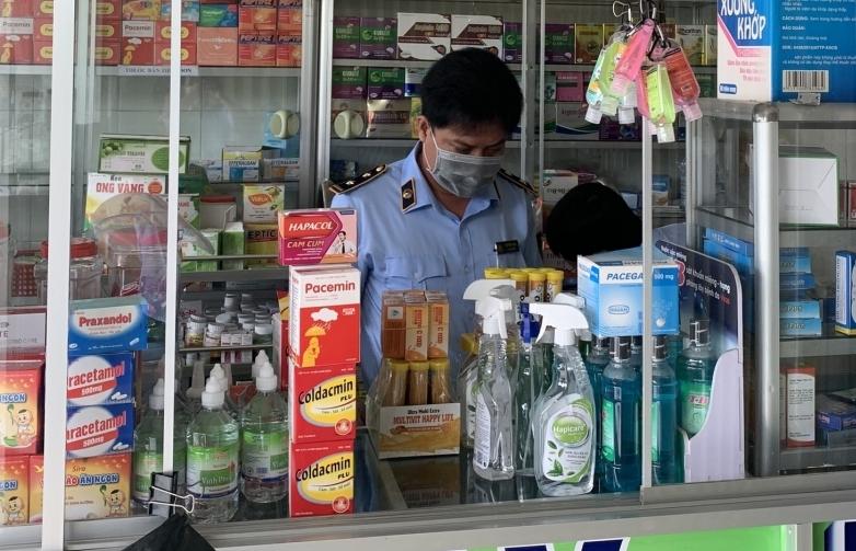 Phát hiện quầy bán thuốc hết hạn sử dụng qua đường dây nóng
