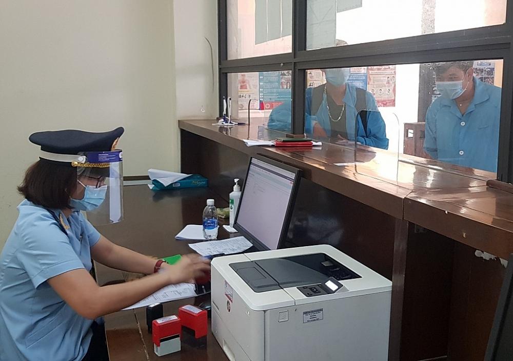 Hải quan Quảng Bình đảm bảo 2/3 quân số để giải quyết thủ tục cho doanh nghiệp