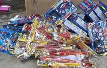 Tạm giữ gần 2.000 đồ chơi có hại cho trẻ em trước dịp tết Trung thu