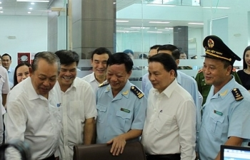 Phó Thủ tướng Trương Hòa Bình thăm và làm việc với Hải quan Móng Cái