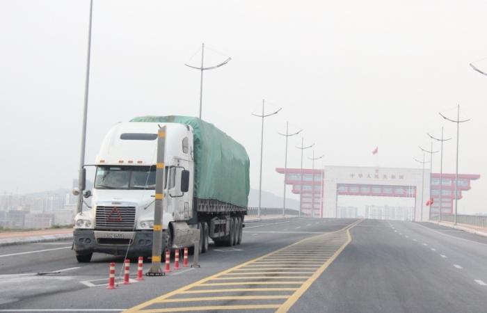 Móng Cái: Kiểm soát chặt phương tiện, hàng hóa, lái xe qua cầu Bắc Luân II
