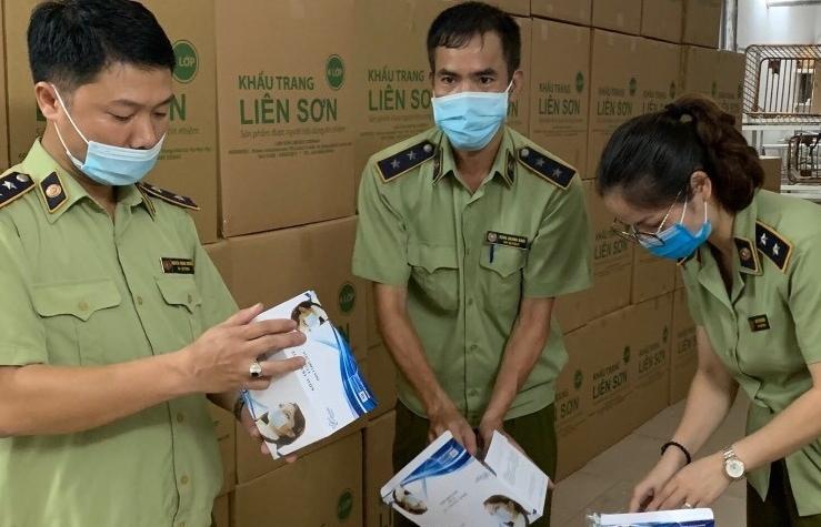 Hà Nội: Tạm giữ thêm 500.000 khẩu trang có dấu hiệu không đạt chuẩn