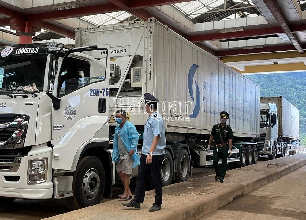Hơn 2 triệu tấn hàng hóa xuất nhập khẩu, quá cảnh qua cửa khẩu Cha Lo