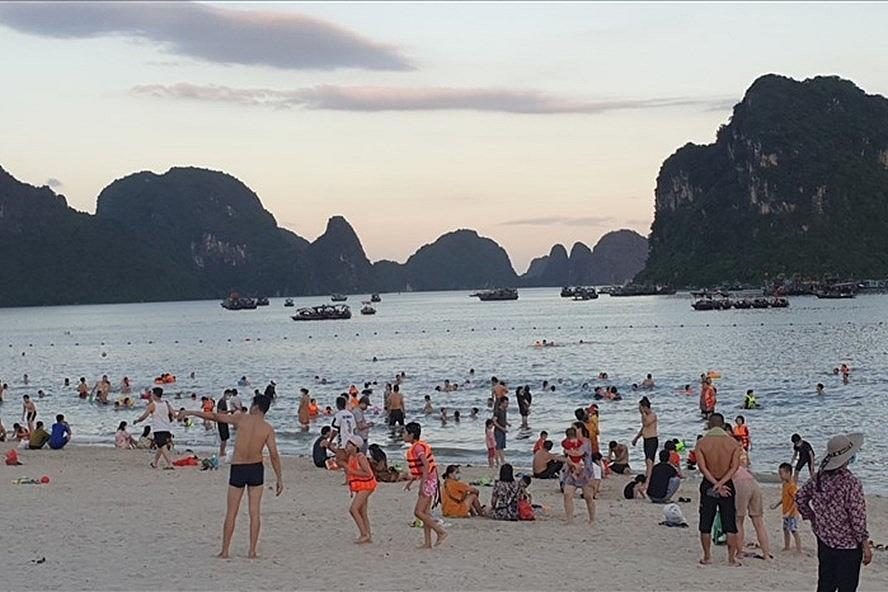 Quảng Ninh: Tạm dừng một số hoạt động từ 12 giờ ngày 4/8