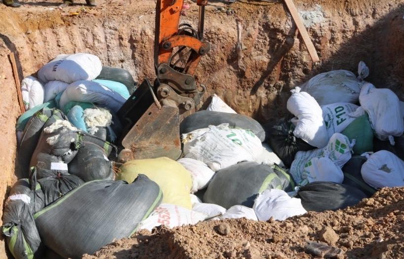 Quảng Bình: Tiêu hủy gần 9 tấn găng tay bảo hộ