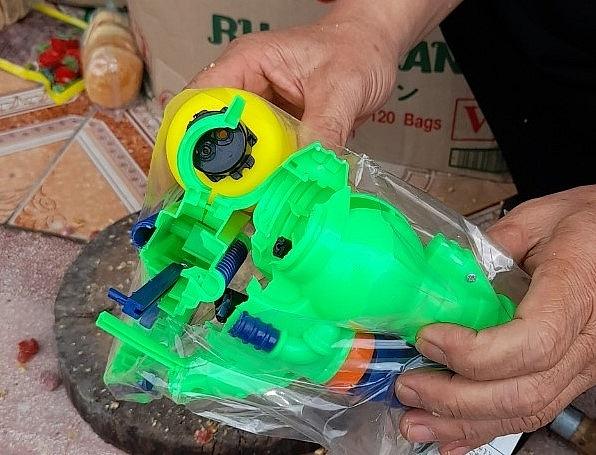 Liên tiếp phát hiện đồ chơi trẻ em, bánh kẹo nhập lậu