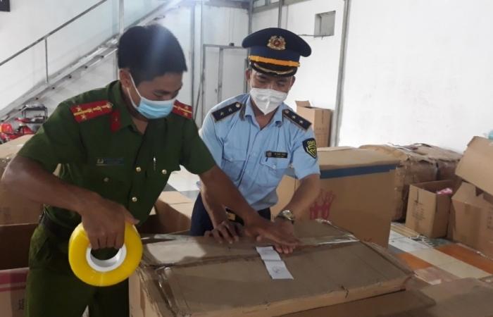 Đột kích kho chứa đồ chơi Trung thu tại Nam Định